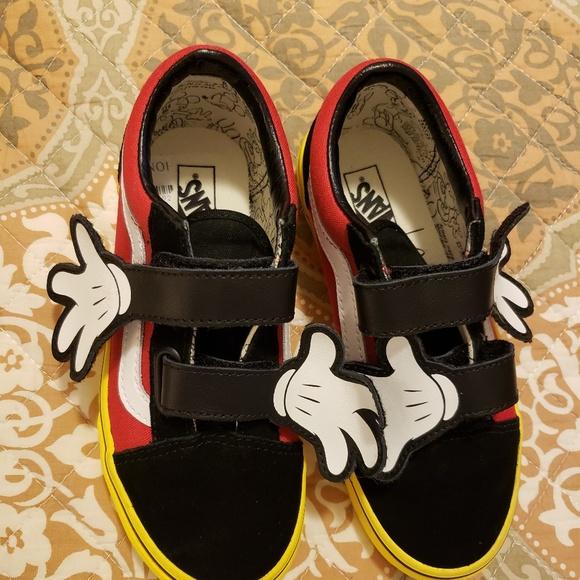 16b2366fd2b2b5 Vans Old Skool V Disney Mickey Mouse Hugs (TD). M 5c108374bb7615c63d13990a